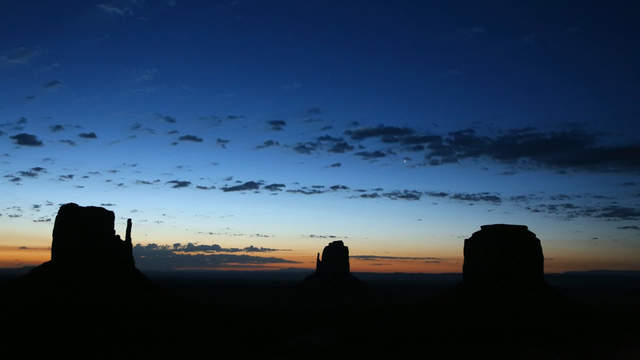 Monument Valley - Midden Buttes